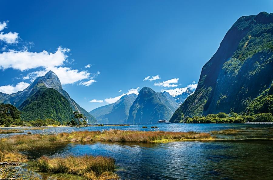 Milford-Sound.-Fiordland-national-park-South-Island-New-Zealand_292162967